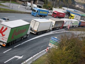 Truck Platooning Makes Leaps in Safety, Cleanliness, and Efficiency